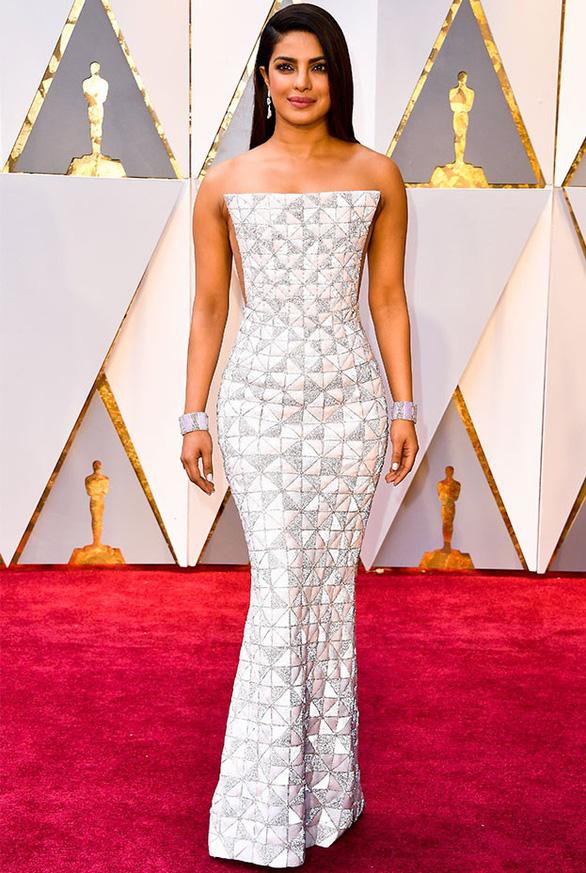 10 bộ váy Oscar được săn lùng nhiều nhất trên mạng năm 2017 - Ảnh 8.