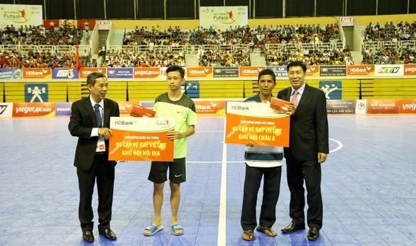 Khán giả TP.HCM hào hứng với Futsal - Ảnh 2.