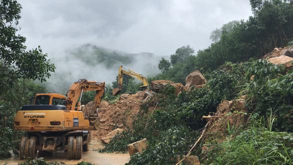 Tạm khai thông 300 điểm sạt lở ở miền núi Quảng Ngãi  - Ảnh 4.
