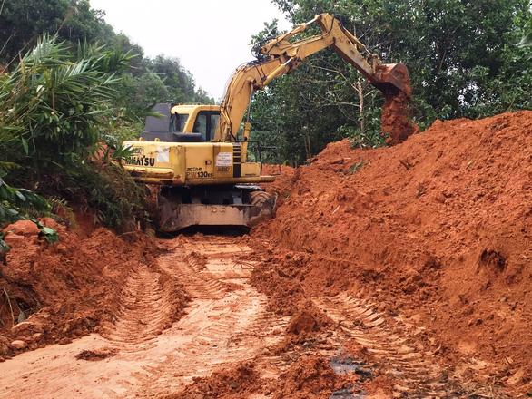 Tạm khai thông 300 điểm sạt lở ở miền núi Quảng Ngãi  - Ảnh 5.