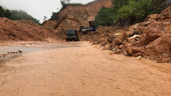 Tạm khai thông 300 điểm sạt lở ở miền núi Quảng Ngãi  - Ảnh 3.
