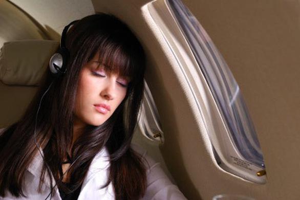6 cách để ngủ ngon khi đi máy bay - Ảnh 2.