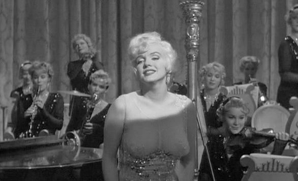 Marilyn Monroe - ma lực của sự hấp dẫn trong Some Like It Hot - Ảnh 10.