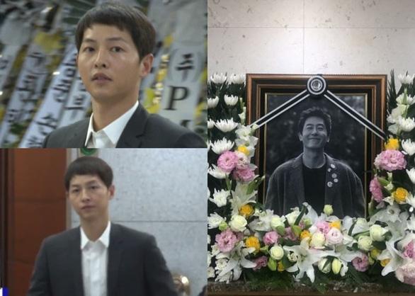 Song Joong Ki hoãn tuần trăng mật đến viếng Kim Joo Hyuk - Ảnh 1.