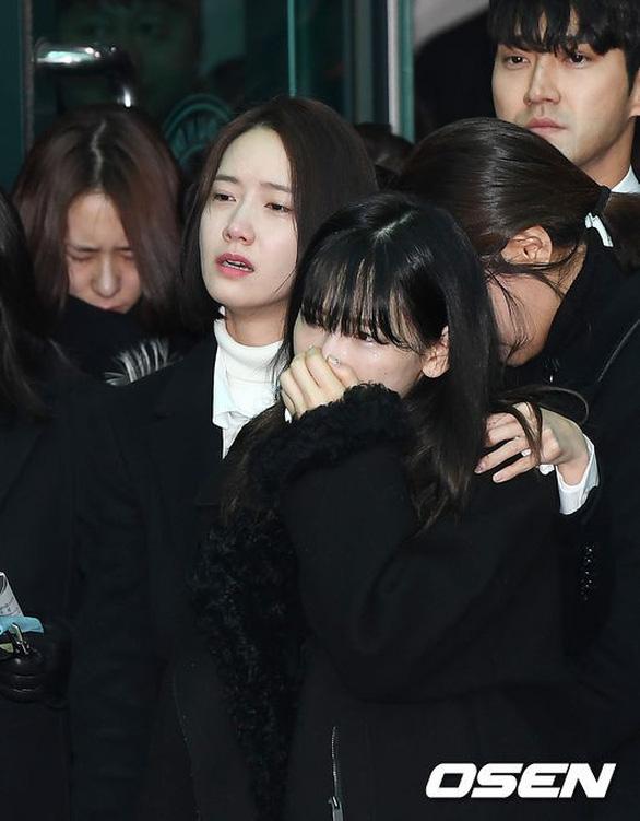 SHINee, SNSD, SJ thẫn thờ đưa tang Jonghyun - Ảnh 8.