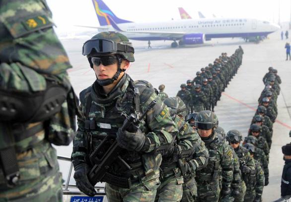 Trung Quốc điều tra dân số ở Tân Cương gồm cả thu thập ADN  - Ảnh 2.