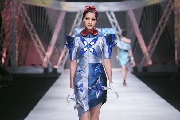 Ngô Thanh Vân đưa thời trang Cô Ba Sài Gòn lên sàn catwalk  - Ảnh 10.