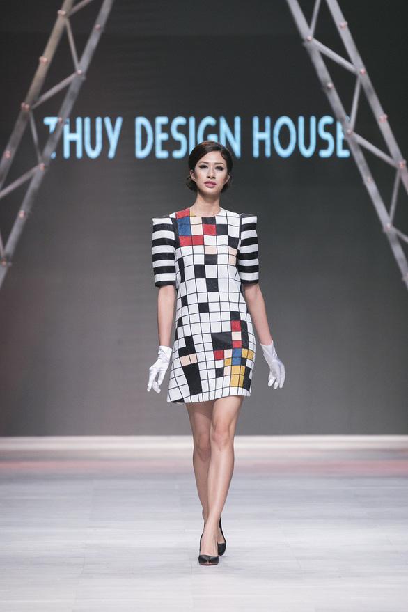 Ngô Thanh Vân đưa thời trang Cô Ba Sài Gòn lên sàn catwalk  - Ảnh 11.