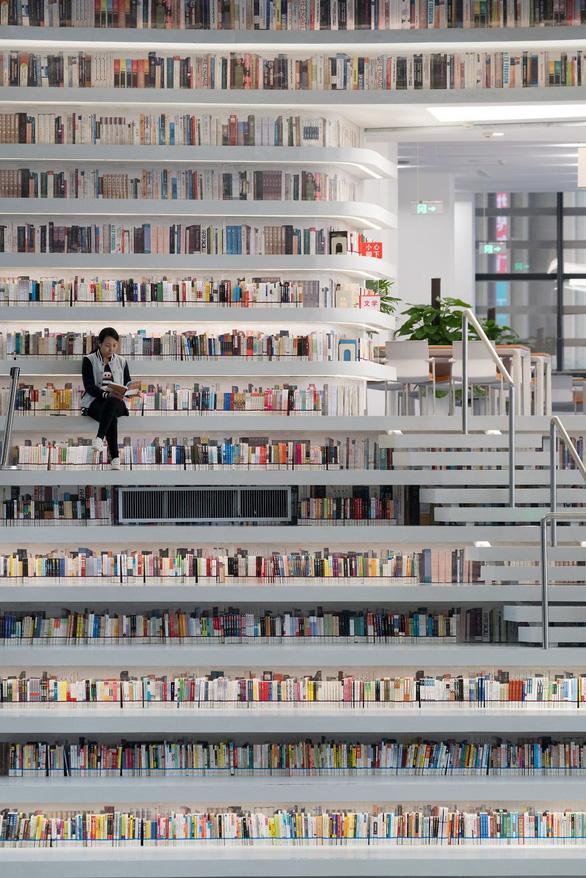 Ngắm thư viện độc đáo lưu giữ 1,2 triệu cuốn sách - Ảnh 4.