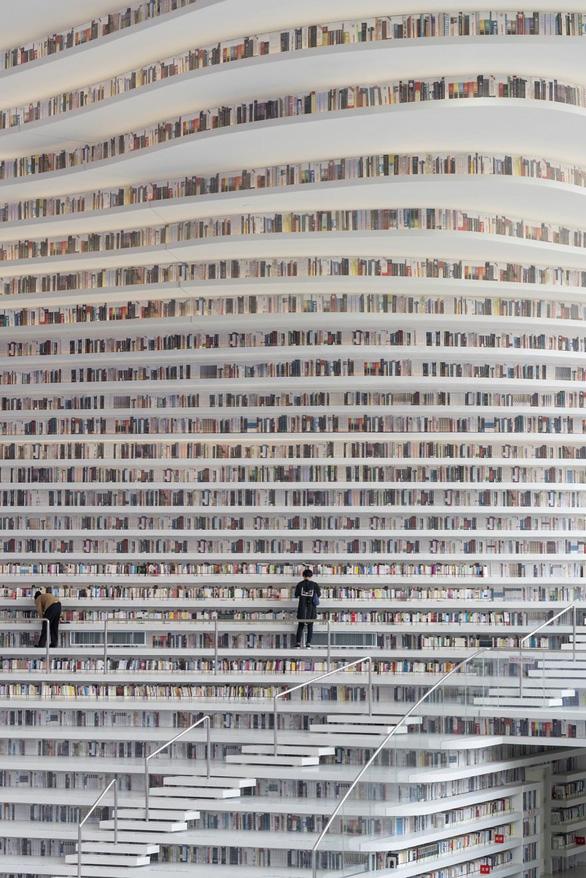 Ngắm thư viện độc đáo lưu giữ 1,2 triệu cuốn sách - Ảnh 6.
