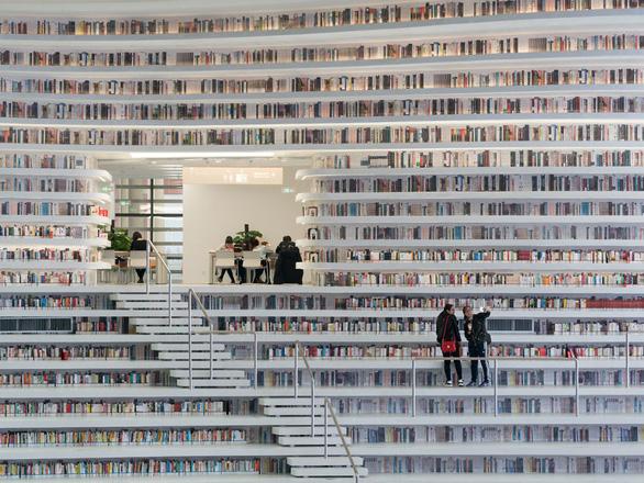 Ngắm thư viện độc đáo lưu giữ 1,2 triệu cuốn sách - Ảnh 10.