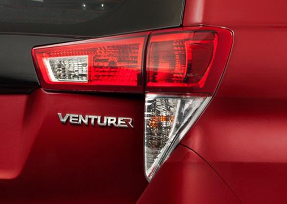 Toyota Innova Venturer giá 855 triệu ra mắt thị trường VN - Ảnh 3.