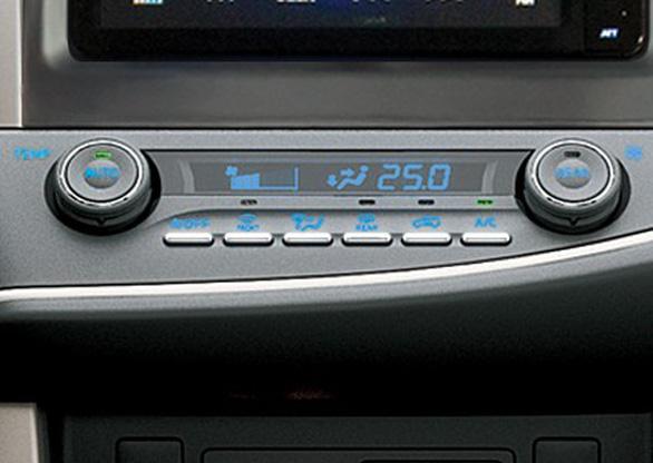Toyota Innova Venturer giá 855 triệu ra mắt thị trường VN - Ảnh 4.