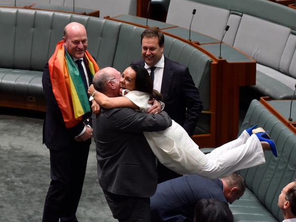 Úc chính thức thừa nhận hôn nhân đồng giới - Ảnh 1.