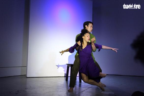 John Huy Trần và các học trò lần đầu cùng múa Between Us - Ảnh 3.