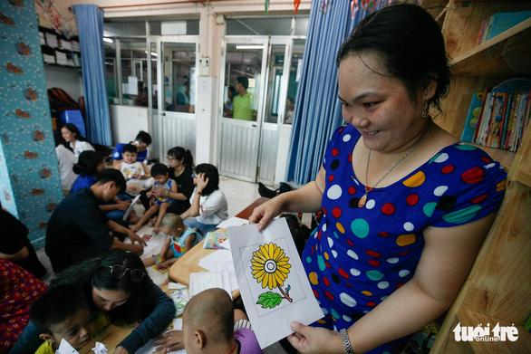 Bệnh nhi ung thư vẽ tranh tham gia Ngày hội Hoa hướng dương - Ảnh 15.