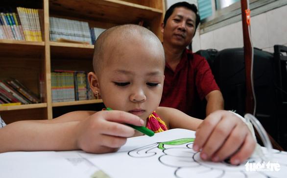 Bệnh nhi ung thư vẽ tranh tham gia Ngày hội Hoa hướng dương - Ảnh 6.