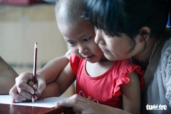 Bệnh nhi ung thư vẽ tranh tham gia Ngày hội Hoa hướng dương - Ảnh 10.