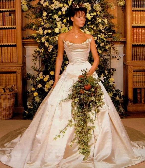 Ngắm lại những chiếc váy cưới nổi tiếng nhất thế giới - Ảnh 11.