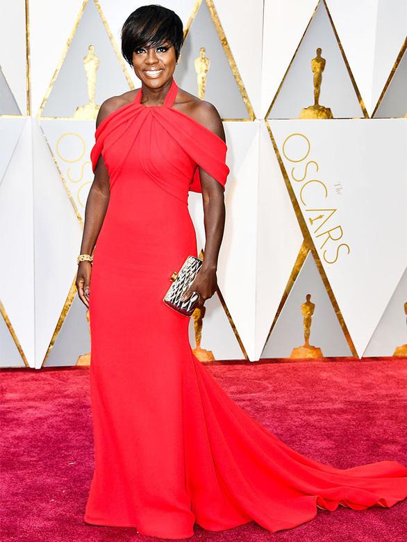 10 bộ váy Oscar được săn lùng nhiều nhất trên mạng năm 2017 - Ảnh 9.