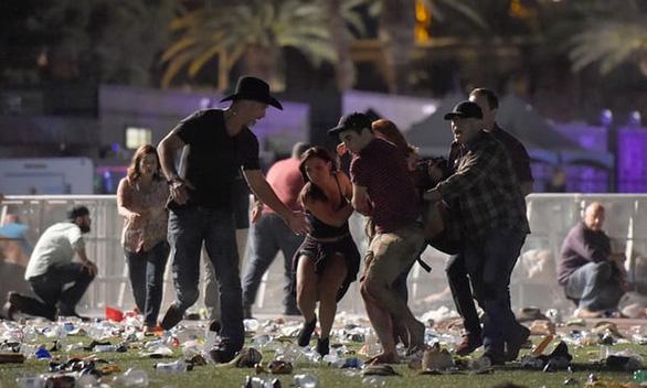 Nạn nhân vụ xả súng Las Vegas nhận bồi thường ít nhất 735 triệu USD - Ảnh 1.
