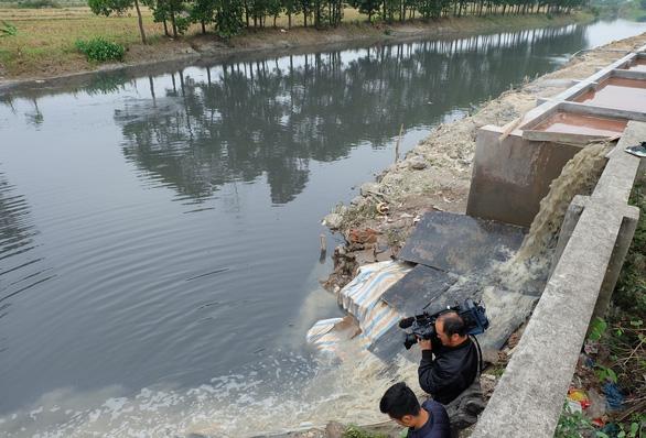 Chủ doanh nghiệp xả thải trộm ở Hưng Yên mất tích - Ảnh 1.