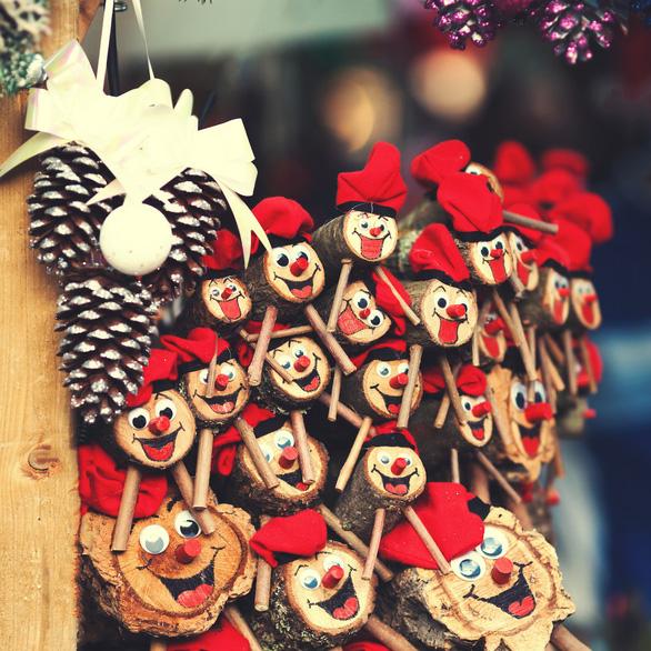 Những phong tục Giáng sinh kỳ lạ - Ảnh 1.
