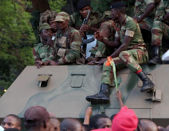Zimbabwe vỡ òa trong niềm vui - Ảnh 2.
