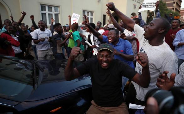 Zimbabwe vỡ òa trong niềm vui - Ảnh 4.