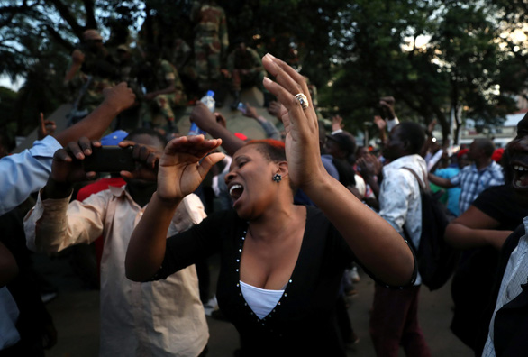 Zimbabwe vỡ òa trong niềm vui - Ảnh 3.