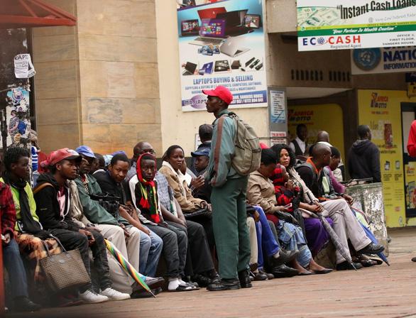 Tổng thống Mugabe đã hủy hoại Zimbabwe như thế nào? - Ảnh 2.
