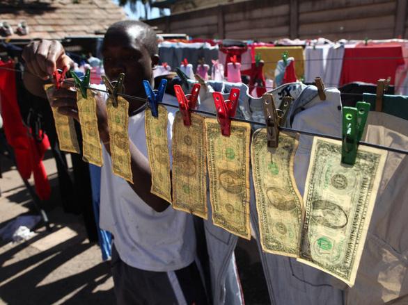 Zimbabwe dưới triều đại Mugabe qua mười con số khó tin - Ảnh 2.