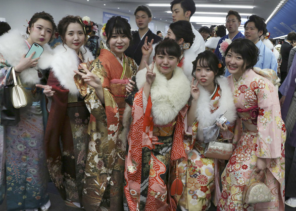 Thiếu nữ Nhật rạng rỡ kimono trong lễ trưởng thành - Ảnh 1.