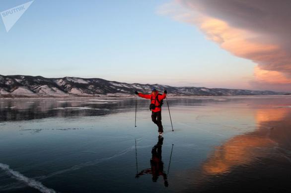 Vẻ đẹp tinh khiết của hồ Baikal và hồ Xanh - Ảnh 1.