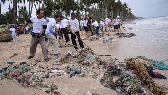 Rác thải nhựa đổ ra biển: ô nhiễm trắng! - Ảnh 1.