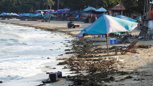 Rác thải nhựa đổ ra biển: ô nhiễm trắng! - Ảnh 2.