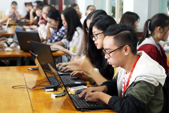 Sinh viên ĐH Quốc gia TP.HCM đi học trở lại từ 18-5 - Ảnh 1.