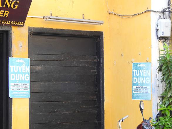 Tường vàng xưa Hội An đang bị graffiti băm nát - Ảnh 9.