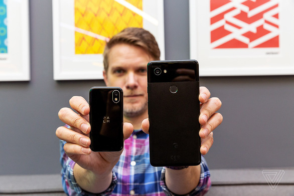 Điện thoại 'tí hon' Palm và xu hướng 'lạ' của smartphone - Ảnh 1.