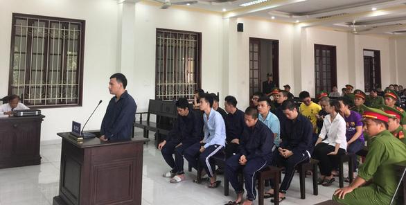 Mua bán, trữ ma túy trong quán karaoke, 15 bị cáo lãnh án tù - Ảnh 1.