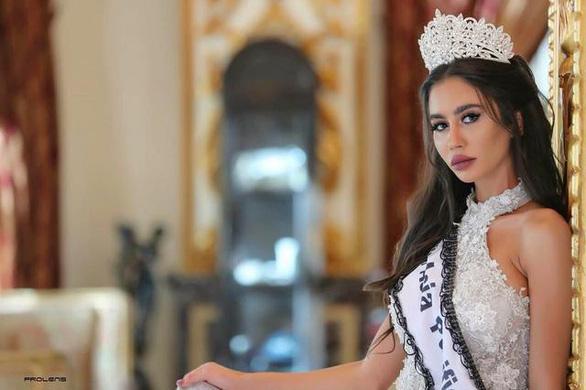 Hoa hậu Trái đất Lebanon bị tước vương miện vì chụp ảnh với hoa hậu Israel - Ảnh 2.