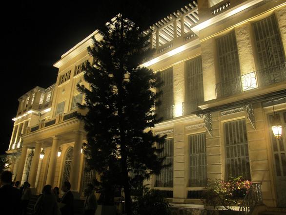 Bảo tàng Mỹ thuật TP.HCM tỏa sáng trong đêm - Ảnh 1.