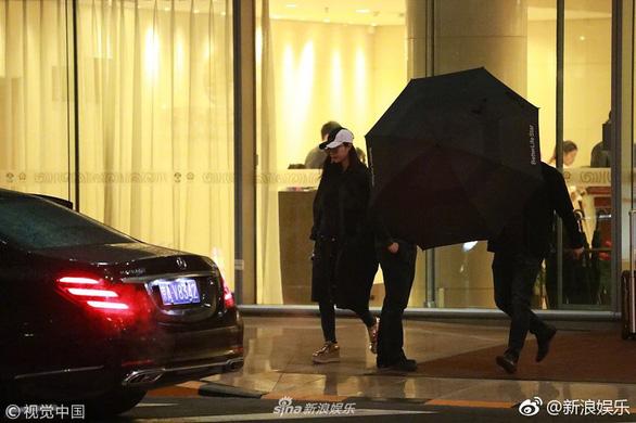 Phạm Băng Băng tái xuất ở Bắc Kinh sau nhiều tháng 'mất tích' - Ảnh 2.