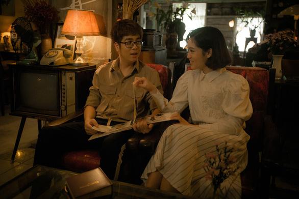 Ngày phụ nữ Việt Nam: Bùi Anh Tuấn cùng em gái hát tặng mẹ - Ảnh 1.