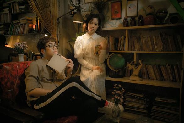 Ngày phụ nữ Việt Nam: Bùi Anh Tuấn cùng em gái hát tặng mẹ - Ảnh 4.