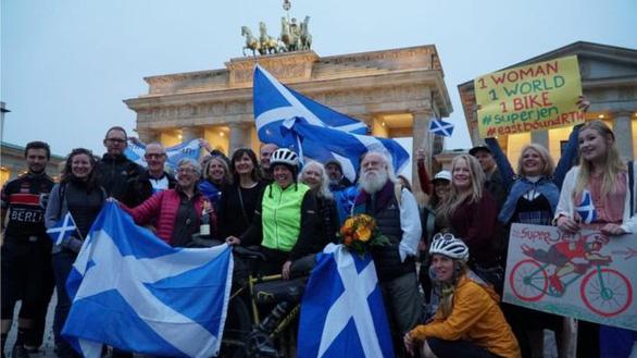Jenny Graham lập kỉ lục đạp xe vòng quanh thế giới trong 125 ngày - Ảnh 2.