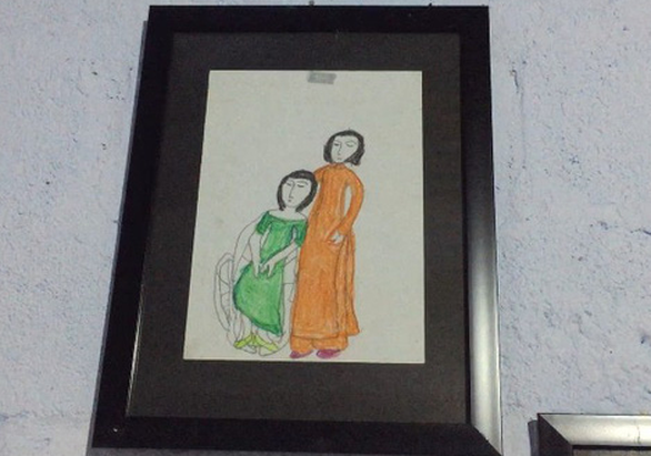 Cô gái miệt mài vẽ tranh bằng chân - Ảnh 4.