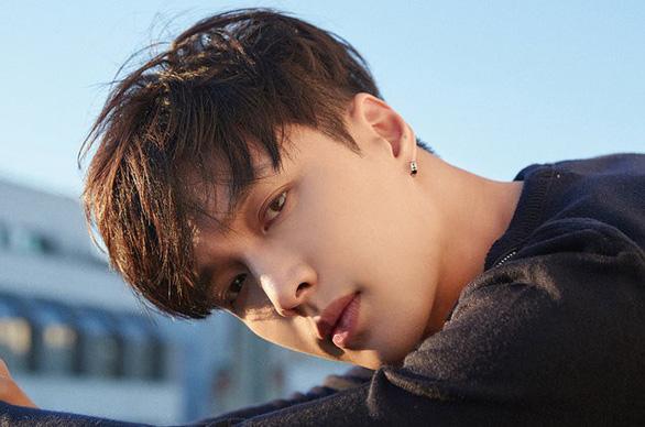MV mới của EXO Lay bị fan Việt tẩy chay vì avatar đường lưỡi bò - Ảnh 2.