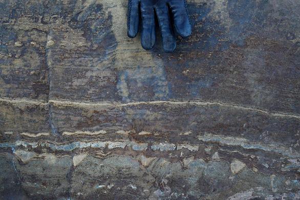 Hóa thạch cổ xưa nhất thế giới chỉ là đá thông thường? - Ảnh 1.