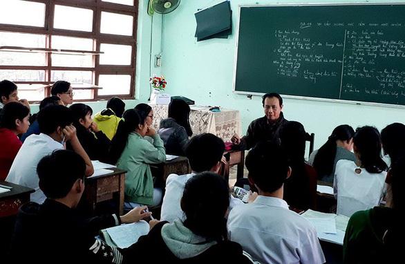 Nhà giáo còn nhiều băn khoăn dự thảo nghị định xử phạt trong ngành - Ảnh 1.